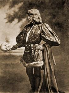 Sarah Bernhardt mint Hamlet